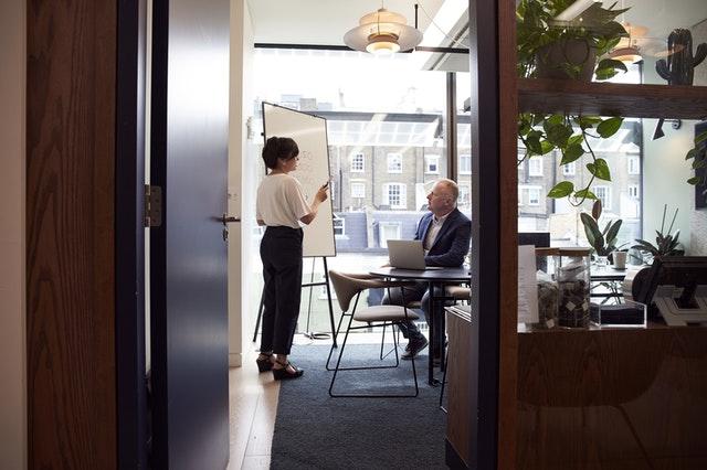 Konsultacje biznesowe – kiedy warto z nich skorzystać?